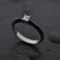 Or Blanc 750 Diamant taille princesse.jp