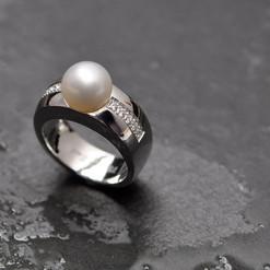 perle blanche et 10 diamants sur or blan