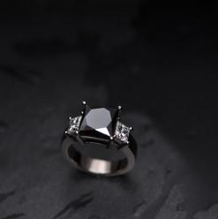 Bague_750_diamant_noir_carré_et_diamant