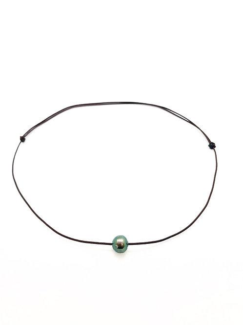 Collier perle cerclée sur cordon