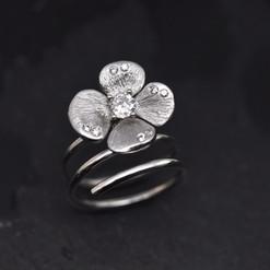 Bague Fleur or 750 et diamants.jpg