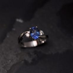 Saphir Ovale Diamants taille brillant.jp