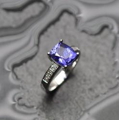 tanzanite et diamants sur or blanc 750.j