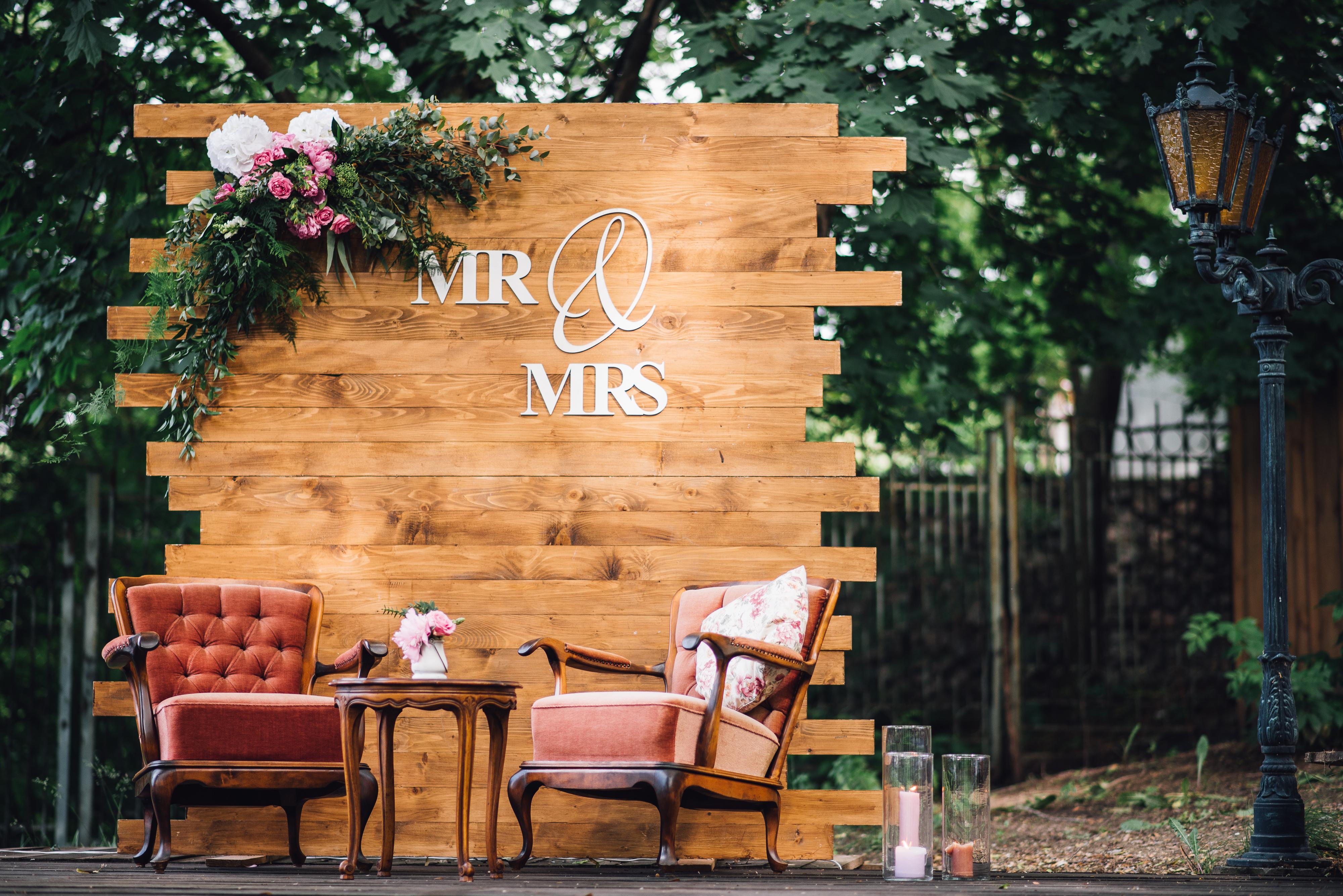 Wedding. Banquet. Mr. & Mrs