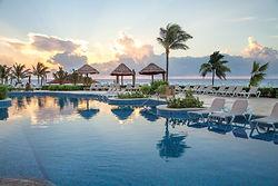 HRH_Riviera_Maya_Heaven_Pool_Sunrise.jpe