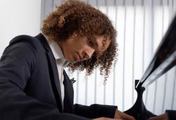 Lou Piano1