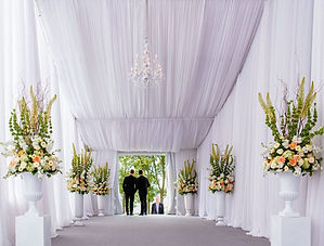 Voilage Tente avec chandeliers.jpg