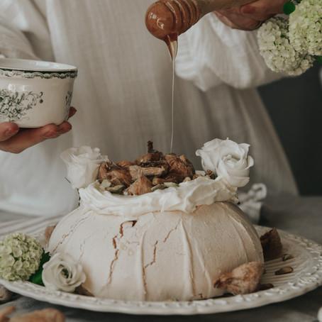 Slow Saturday with Pavlova cake