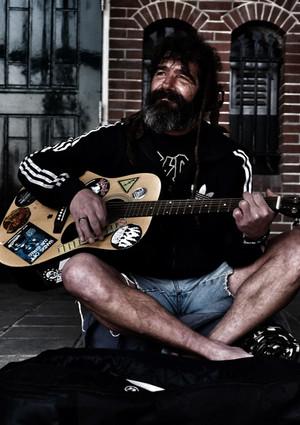 not the streetmusician, but the heartwarming man