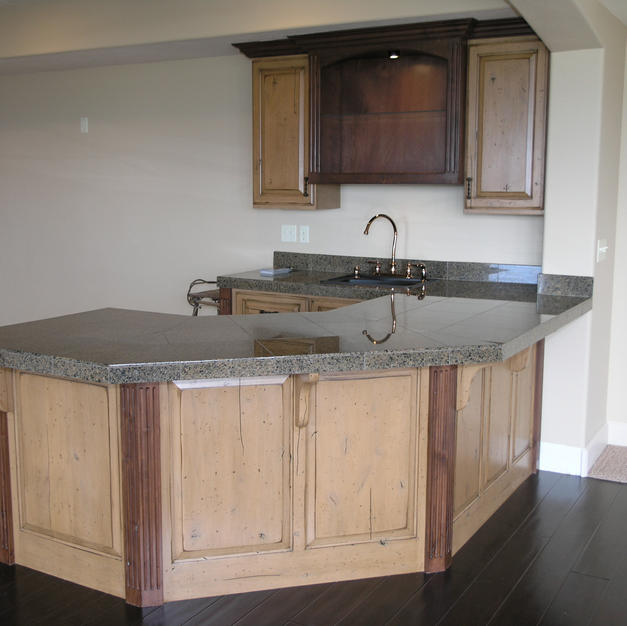 Two Tone Wet Bar