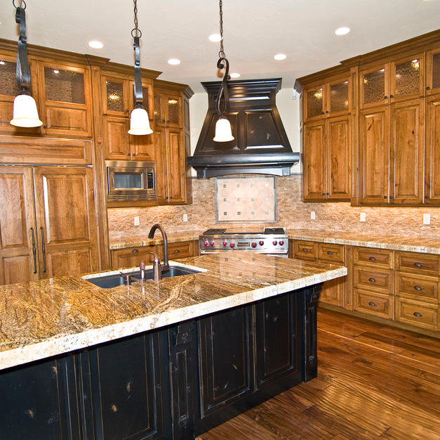 Two-tone kitchen in alder