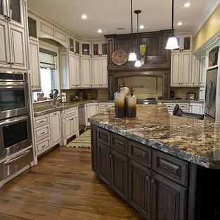 Two-tone kitchen