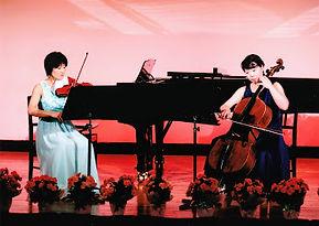 バイオリンとチェロの生演奏