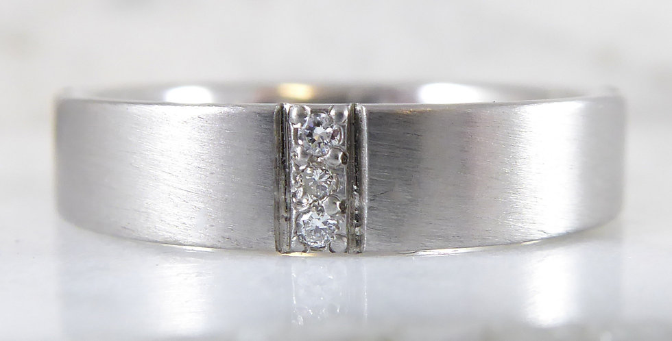Modern vintage diamond and white gold wedding ring front view