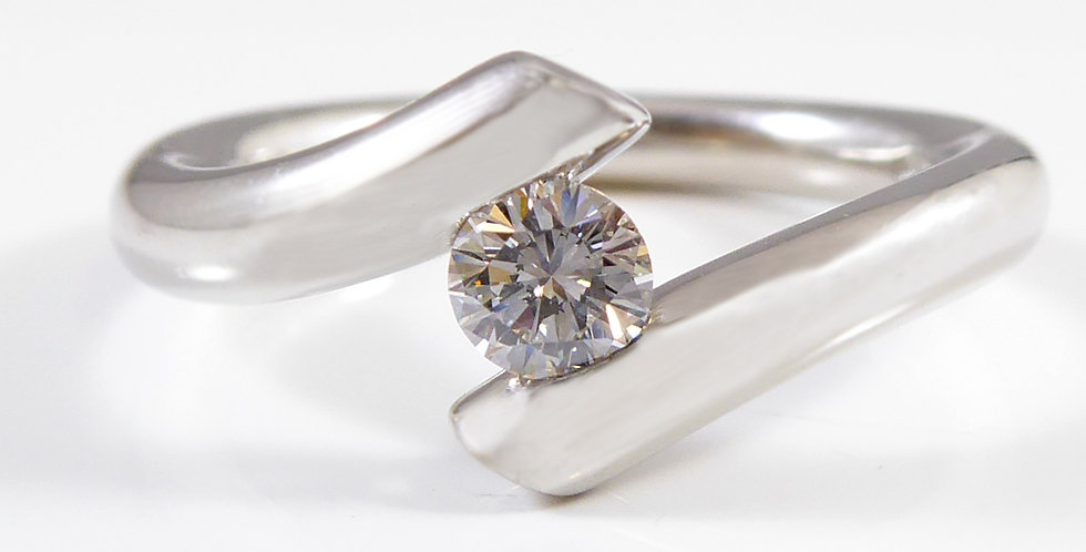 Modern Solitaire Engagement Ring on Twist Shoulders, G colour, VS Clarity,