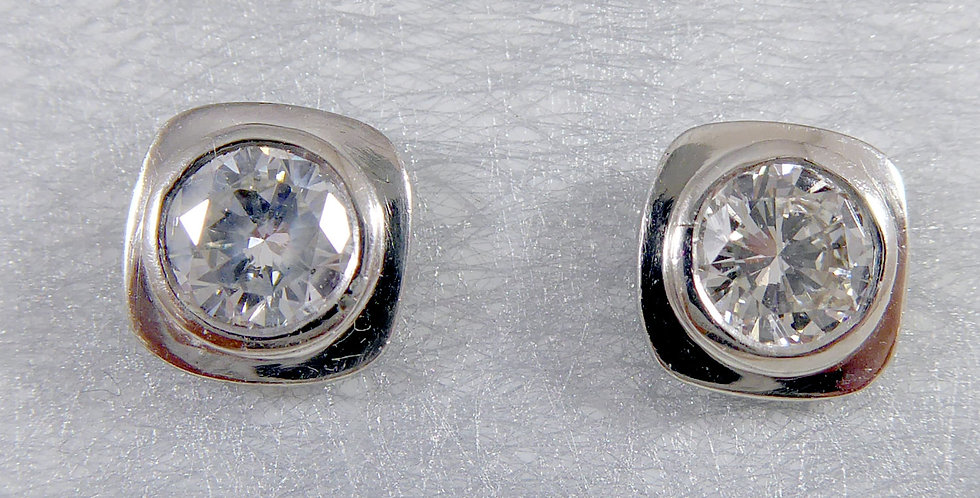 Contemporary Diamond Stud Earrings, 0.85 Carat, Platimum