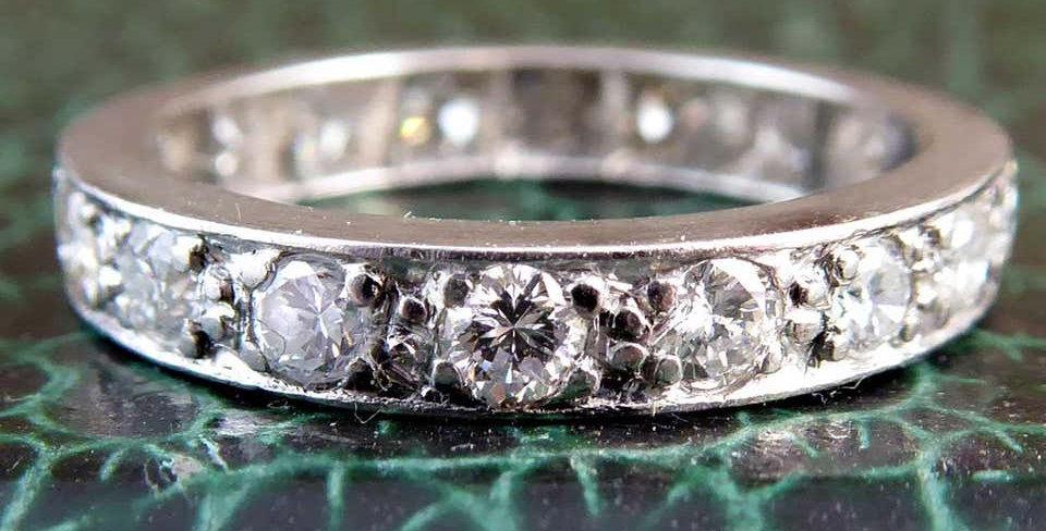 1.0 Carat Vintage Diamond Eternity Ring, 18 Brilliant Cut Diamonds, Midcentury