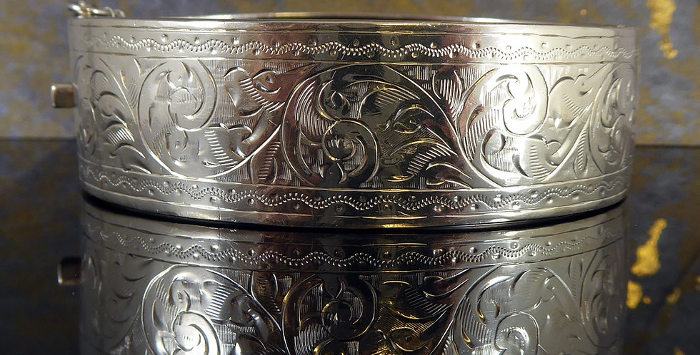 Antique Silver Cuff Bangle with Acanthus Leaf Engraved Pattern