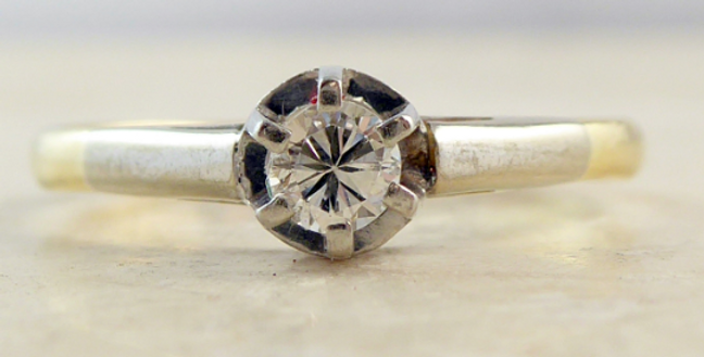 Vintage diamond ring set in platinum with yellow gold band
