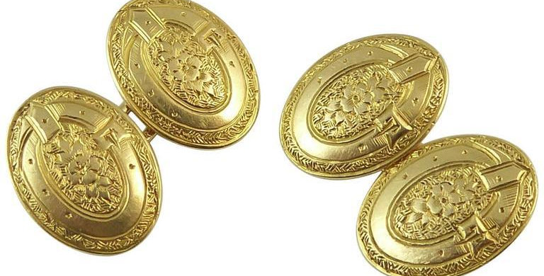 Antique Art Deco Cufflinks, London 1928, Belt and Buckle Engraved, 18 Carat Gold