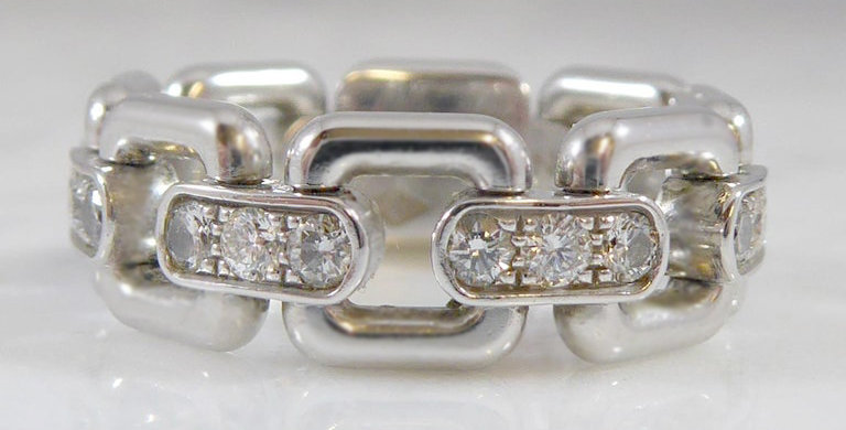 Pre-Owned Louis Vuitton Diamond and White Gold Ring, Chain Design, Discontinued