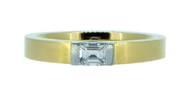 Vintage Contemporary 0.30 Carat Solitaire Diamond Set Yellow Gold Band
