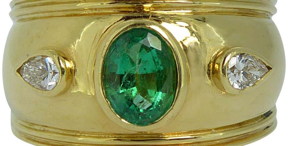 Contemporary Emerald Diamond Ring, Etruscan Style, Yellow Gold, 1993