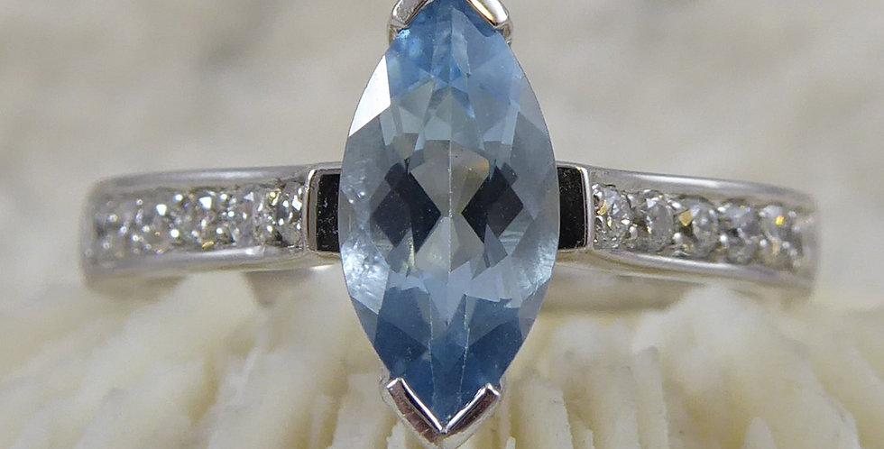 Vintage aquamarine ring, front view