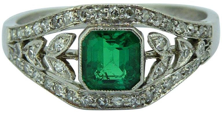 Art Deco 0.50 Carat Emerald Diamond Ring, circa 1930s, Floral Diamond Surround