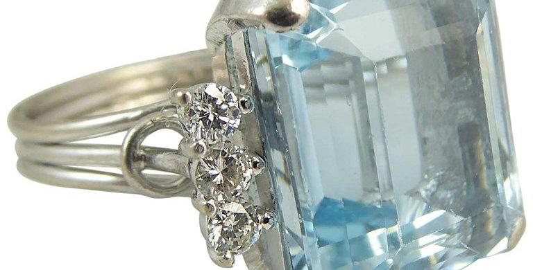 Contemporary Emerald Cut Aquamarine Diamond Ring, 8.43 Carat, White Gold