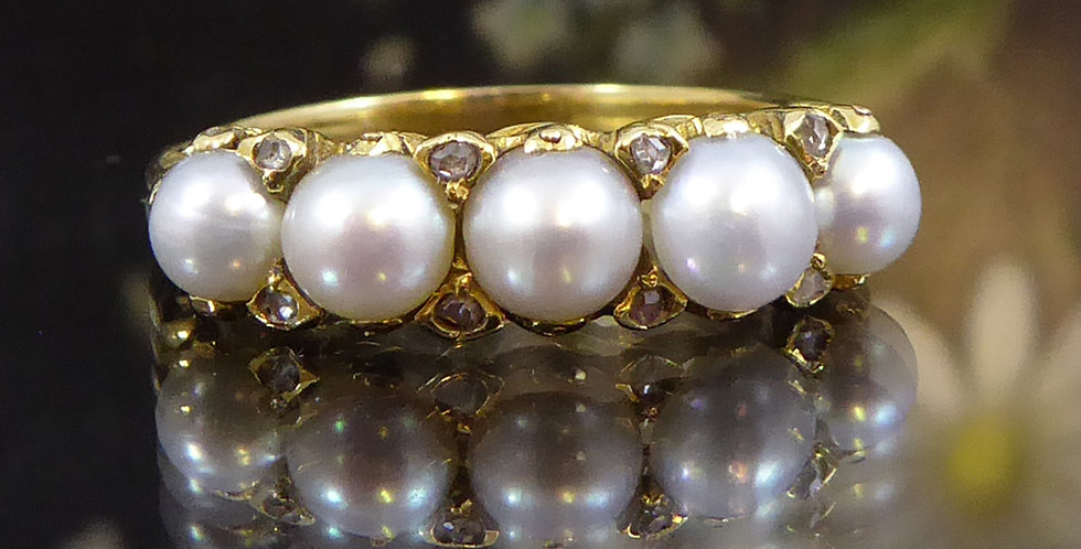 Antique Edwardian Ring set with Diamonds and White Pearls in Yellow Gold