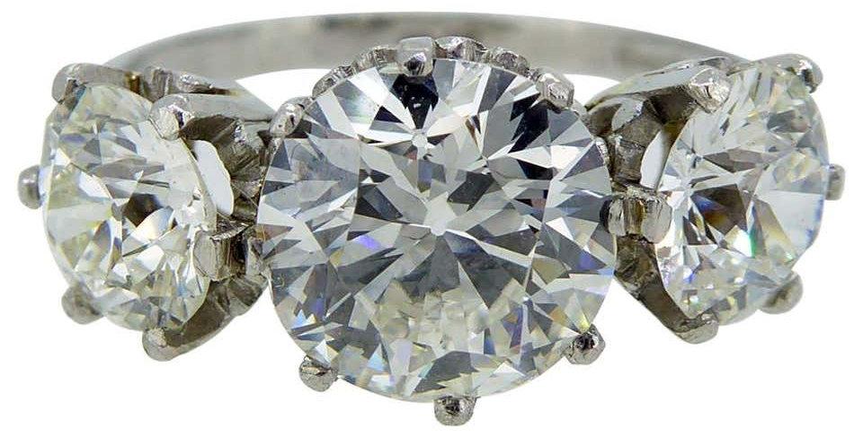 Vintage 3.09 Carat Diamond Ring, Three-Stone Setting, Platinum, circa 1940s