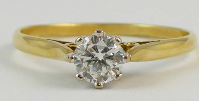 Vintage 0.25 carat diamond in claw settings and yellow gold band