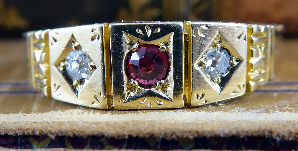Antique ruby and diamond ring, 18ct gold