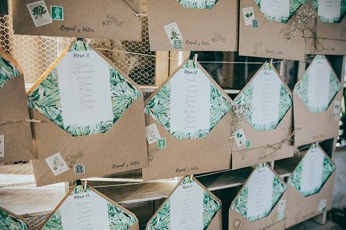 Seating plan papel kraft, seating plan origina, sellos vintage, invitaciones de boda tropicales, invitaciones de boda vintage