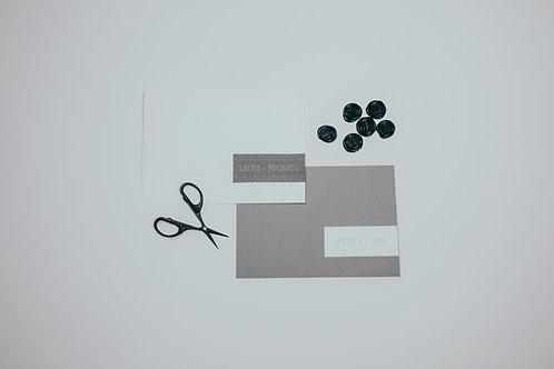 invitaciones de boda tinta blanca, invitaciones de boda geométricas, invitaciones de boda tonos grises, etiquetas nombres