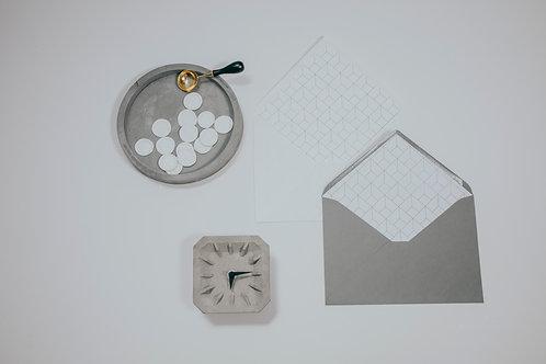 invitaciones de boda tinta blanca, invitaciones de boda geométricas, invitaciones de boda tonos grises, sobre gris forrado