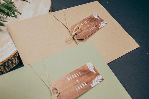 sobre kraft, sobre verde, invitaciones de boda madera, invitaciones de boda helechos, etiquetas invitados boda