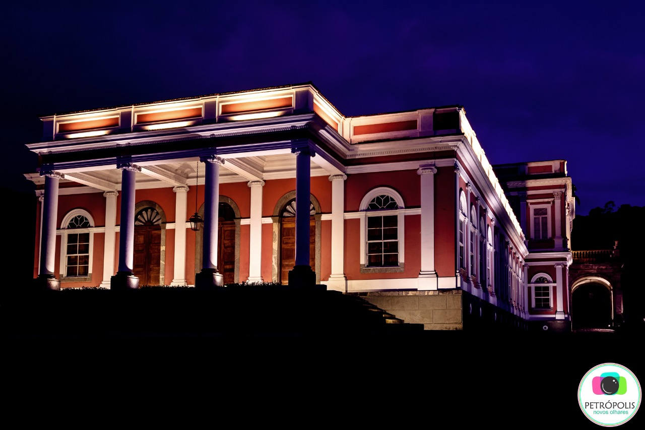 Museu Imperial à noite