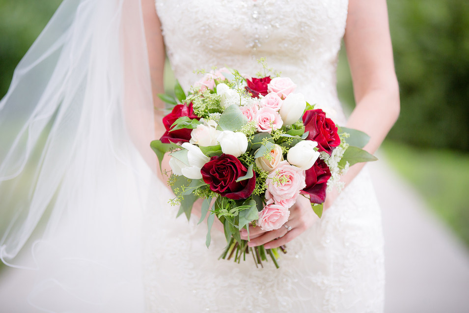red_bridal_bouquet.jpg