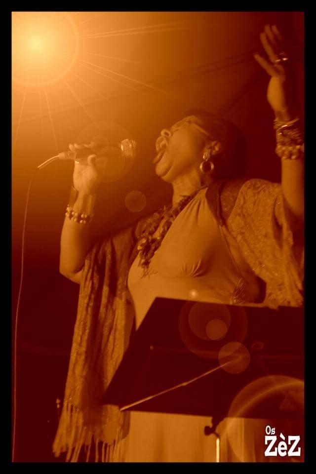 Fátima Gaspar no palco dos Zéz
