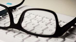 glasses-2211445_1920.jpg