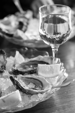 Wine & Oysters B&W