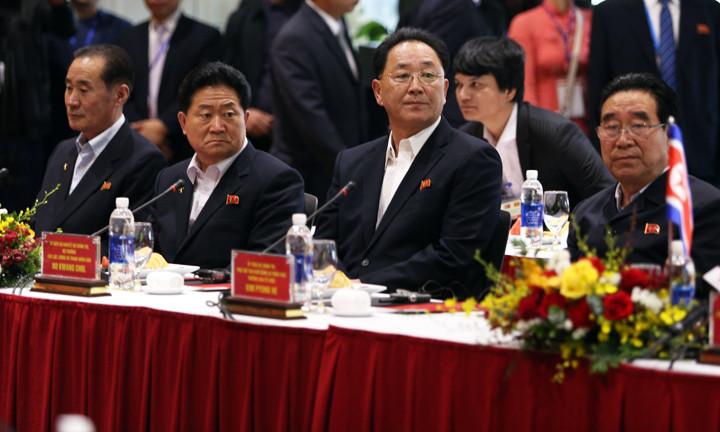 Phái đoàn Triều Tiên nghe đại diện của Vingroup giới thiệu về quy mô sản xuất của tập đoàn
