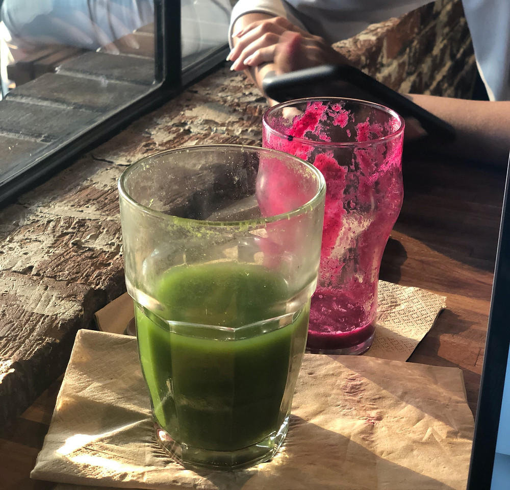 Green juice, dragonfruit juice, no straws