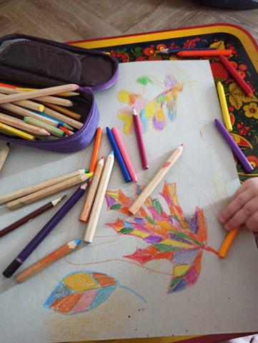 """Рисование карандашами на видеоуроке для детейв Монтессори-студии """"Апрель"""""""