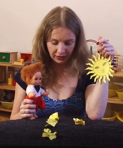 """Желтая сказка на видеоуроке для детей в Монтессори-студии """"Апрель"""""""
