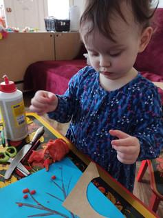 """Пластилиновая аппликация на видеоуроке для детей в Монтессори-студии """"Апрель"""""""