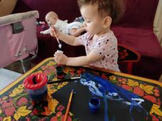 """Заливка гуашью на видеоуроке для детей в Монтессори-студии """"Апрель"""""""