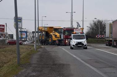 Transport wozidła przegubowego A40 (wymiary ładunku: 11,27 x 3,43 x 3,77m waga: 30,2t)